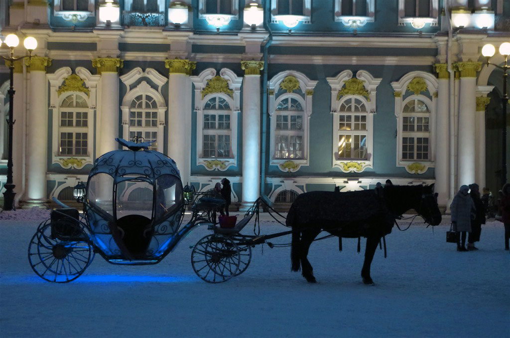 Horse and carriage outside the Winter Palace