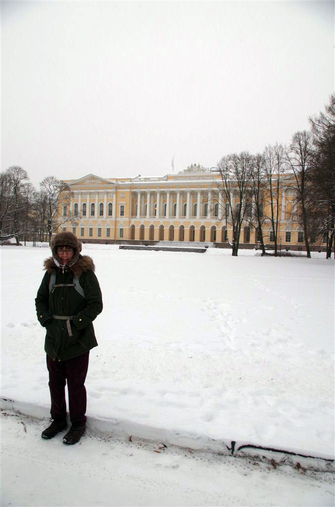 Mandy fights -10C outside the Russian Museum